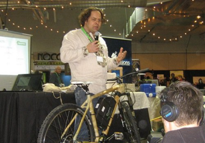 David Neisingh with Reakiro Labs demonstrates a bike made with hemp parts at the NoCo Hemp Expo. Image: WeedWorthy.com